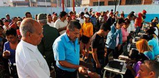 """Capriles: """"Cuando se suman todas estas incidencias, ¿no creen que es democrático que como candidato solicite un recuento de votos?"""" (Reuters / )"""