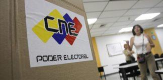 Los miembros de mesa instalaron este viernes 39.018 equipos de votación | Geraldo Caso / AFP