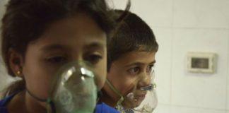 Niños afectados por un ataque químico, según los rebeldes sirios, en el barrio de Saqba el pasado 21 de agosto. / REUTERS